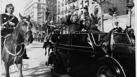 Entrada del Generalísimo Franco a la Ciutat de Barcelona, 21 de febrer de 1939. Autor Pérez de Rozas. AMCB. Fons Ajuntament de Barcelona: B101 Actes protocol•laris, exp. 5 de 1939.