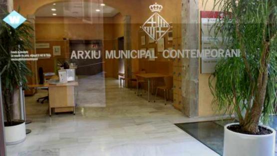 Entrada de la seu central de l'Arxiu al carrer Bisbe Caçador