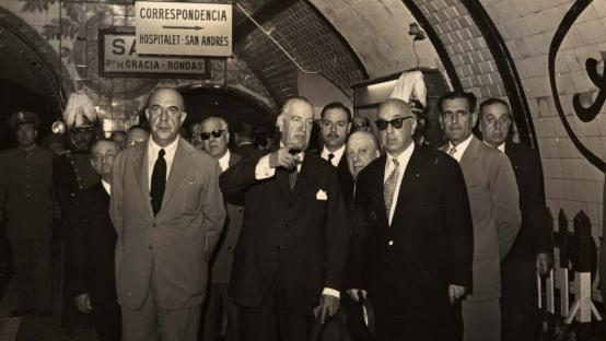 The Spanish Minister of Public Works and the mayor of Barcelona during the inauguration ceremony of the direct linking corridor between metro lines 1 and 3 at Catalunya station, without having to purchase another ticket. 26 June 1956.