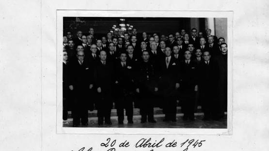 Sopar de gala ofert per l'alcalde Miguel Mateu i Pla als seus col•laboradors de gestió durant els seus anys de mandat. Salón Rosa, 20 d'abril de 1945. Autor Pérez de Rozas. AMCB. Fons Ajuntament de Barcelona: B101 Actes protocol•laris, exp. 13 de 1945