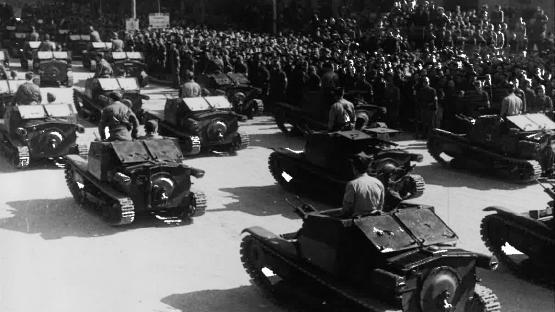 Desfile de los carros de combate del ejército de tierra por las calles de Barcelona, 21 de febrero de 1939. Autor Pérez de Rozas. AMCB. Fons Ajuntament de Barcelona: B101 Actes protocol•laris, exp. 5 de 1939.