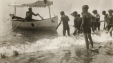 Photograph of an activity at the seaside, Escola del Mar