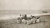 Photograph of a class on the beach, Escola del Mar.