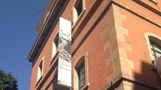 Foto a color. Se ve la fachada edificio Arxiu