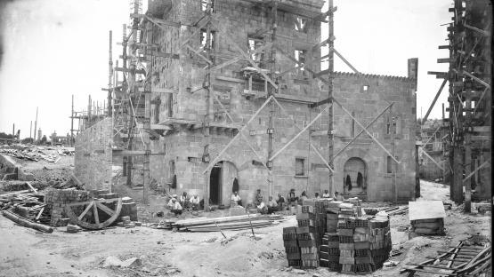 Obreros descansando durante la construcción del Poble Espanyol