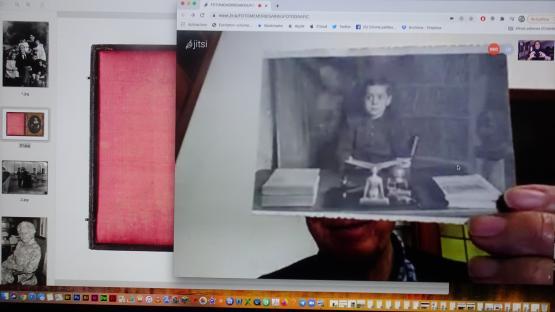 Es veu la pantalla d'ordinador amb una foto que mostra un participant en el taller