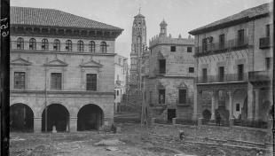 Vista de la plaça Major del Poble Espanyol en obres