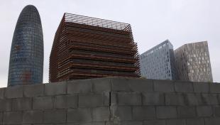 Fotografia color de 4 gratacels nous de l'avinguda Diagonal, entre ells la Torre Agbar