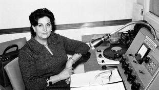 Es veu la locutora Enriqueta Teixidor a Ràdio Barcelona.