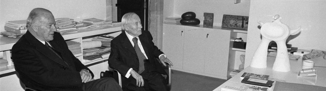 Es veu el president Tarradellas i l artista ´Joan Miro a la Galeria Maeght