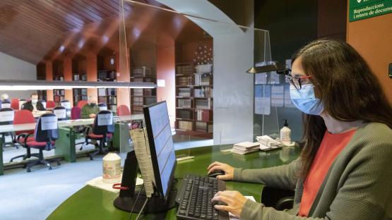 Fotografia de la Sala de Consulta de l'AHCB en temps de pandemia