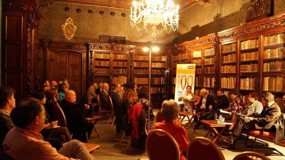 Fotografía de la Charla-coloquio Els investigadors tenen la paraula, en la Sala Dalmases del Archivo Histórico de la Ciudad de Barcelona, en 2017