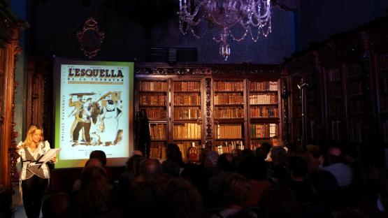 Fotografia del recital poètic Ramblejant pels sentits ala Sala Dalmases de l'Arxiu Històric de la Ciutat de Barcelona