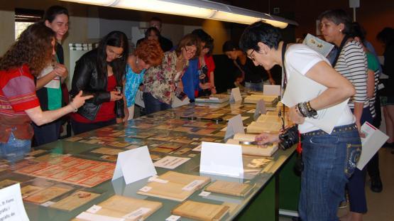 Fotografia de la visita comentada a l'Arxiu Històric de la Ciutat de Barcelona, d'alumnes de la Universitat Autònoma de Barcelona el 26 de maig de 2012