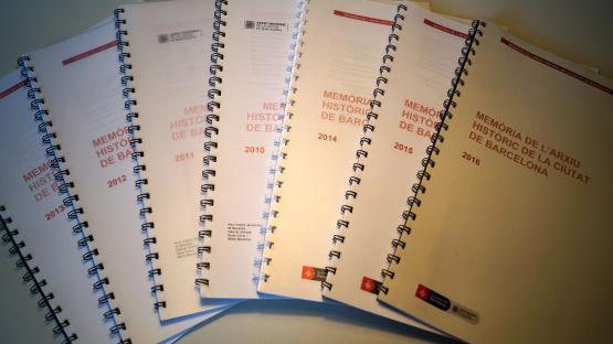 Exemplars de les memòries anuals de l'Arxiu Històric de la Ciutat de Barcelona