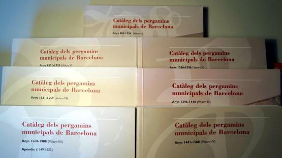 Diversos exemplars de la col·lecció de Catàlegs de pergamins municipals