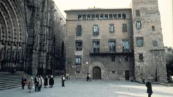 Fotografia de la façana de l'Arxiu Històric de la Ciutat de Barcelona al Pla de la Seu.  Foto de Jordi Calafell
