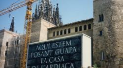 Fotografia de la reforma de la façana de l'Arxiu Històric de la Ciutat de Barcelona a l'avinguda de la Catedral al 1996
