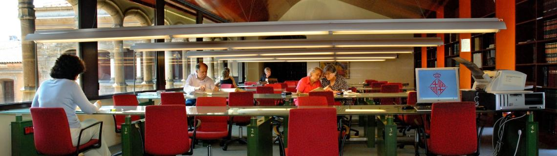 Fotografia de la sala de consulta general de l'Arxiu Històric de la Ciutat de Barcelona