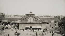 Fotografia de la Façana i parades exteriors del mercat de Sant Antoni. AFB. Autor: Fot. Rima. Fons Antonio Rué i Dalmau.