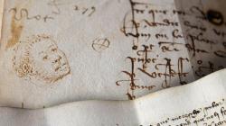 Manuscrit antic en el qual s'observa el dibuix de la cara d'un esclau africà de l'època.