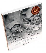 Imatge de la coberta del llibre 'Live Souls', on es veu la fotografia d'un soldats republicans a la Guerra Civil