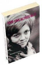Imatge de la coberta del llibre 'Amb uns altres ulls', amb una fotografia en primer plà de Montserrat Roig