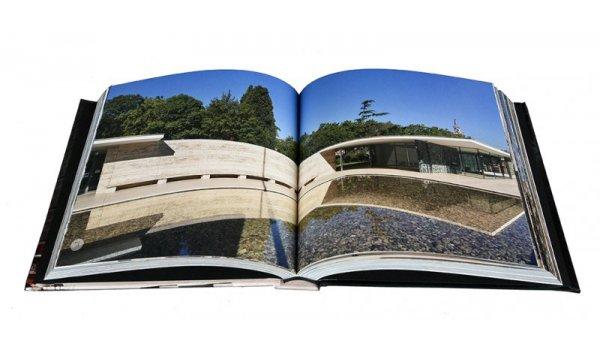 Imatge de les pàgines interiors del llibre 'Barcelona en sèrie'