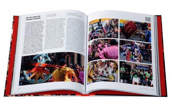 Imatge de les pàgines interiors del llibre 'Barcelona, festes'