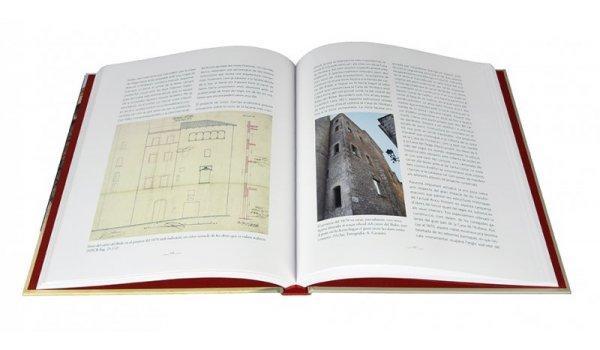 Imatge de les pàgines interiors del llibre 'La Casa de l'Ardiaca de Barcelona'