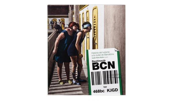 Imatge de la coberta del llibre 'Destinació BCN', on es veu una fotografia dels banys de Sant Sebastià