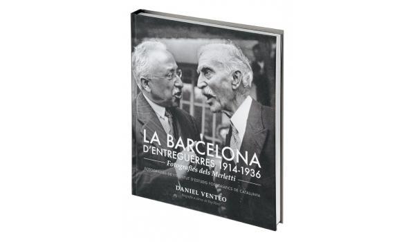 Imatge de la coberta del llibre 'Barcelona d'entreguerres 1914-1936' on es veu el president Macià en una fotografia en blanc i negre dels Merletti