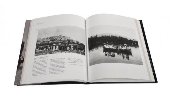 Imatge de les pàgines interiors del llibre 'El esplendor de la Barcelona burguesa'