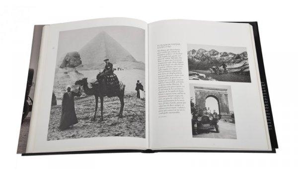 Imatge de les pàgines interiors del llibre 'L'esplendor de la Barcelona burguesa'
