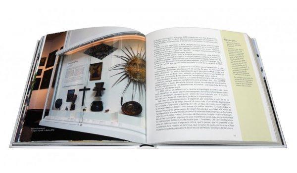 Imatge de les pàgines interiors del llibre 'Etnològic BCN'