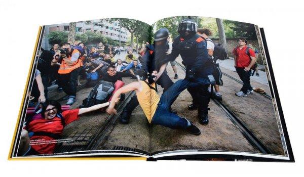 Imatge de les pàgines interiors del llibre 'Barcelona fotos prohibides'