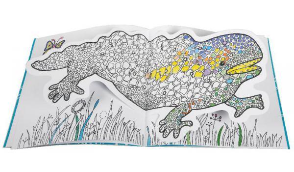 Imatge pàgines interiors del llibre 'Gaudí Animals' on es veu la salamandra del Park Güell per ser colorejada