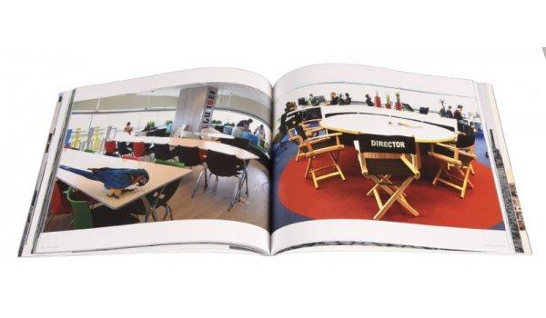 Imatge de les pàgines interiors del llibre 'Inside Poblenou'