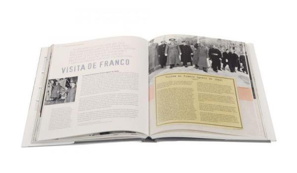 Imatge de les pàgines interiors del llibre 'Barcelona en postguerra'
