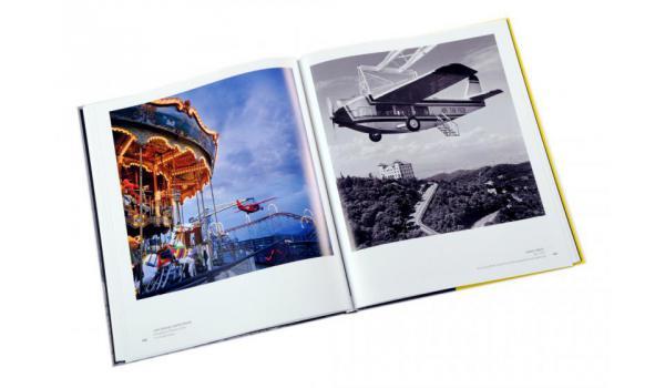 Imatge de les pàgines interiors del llibre 'Barcelona vista pels grans fotògrafs'