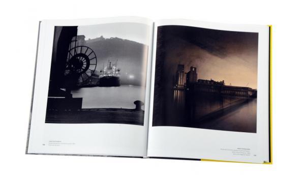 Imatge de les pàgines interiors 'Barcelona vista por los grandes fotógrafos'