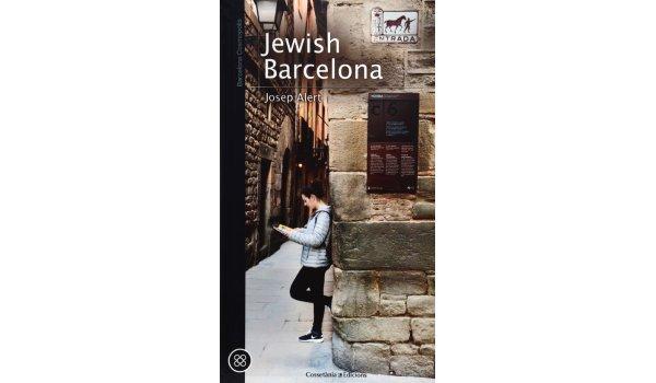Imatge de la coberta del llibre 'Jewish Barcelona', on es veu una noia recolzada en una paret del carrer de Sant Domènec de Barcelona, situada a El Call de la ciutat.