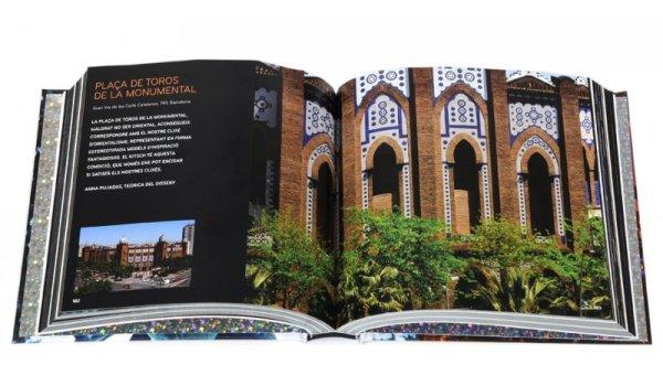 Imatge de les pagines interiors del llibre 'Kitsch Barcelona'