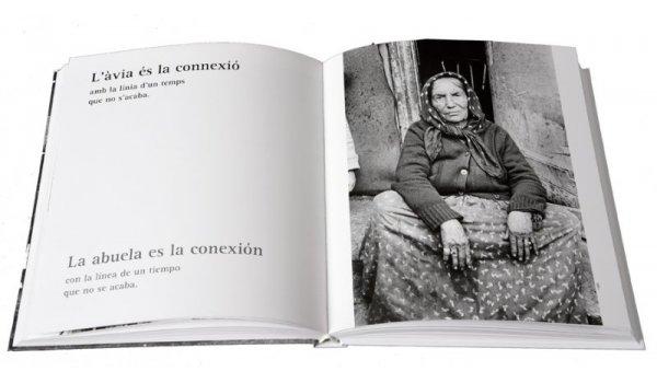 Imatge de les pàgines interiors del llibre 'El Barri de la Perona. Barcelona 1980-1990'