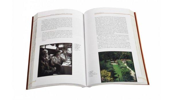 Imatge de les pàgines interiors del llibre 'Walks Through Literary Barcelona'