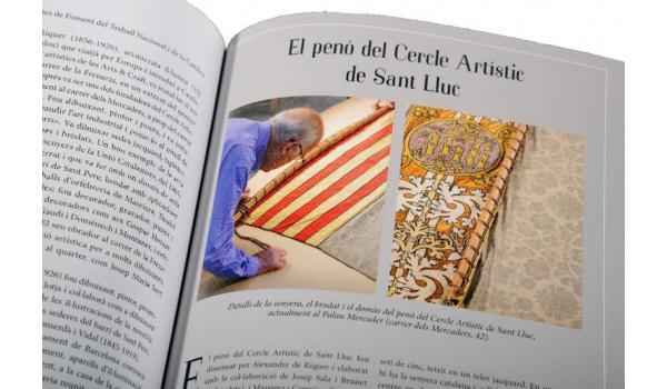 Imatge de les pàgines interiors del llibre 'El quarter de Sant Pere' on es veu una fotografia del penó del Cercle Artístic de Sant Lluc