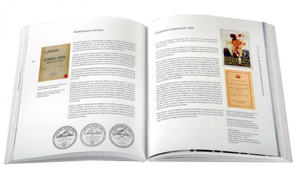 Imatge de les pàgines interiors del llibre 'La sardana a Barcelona'