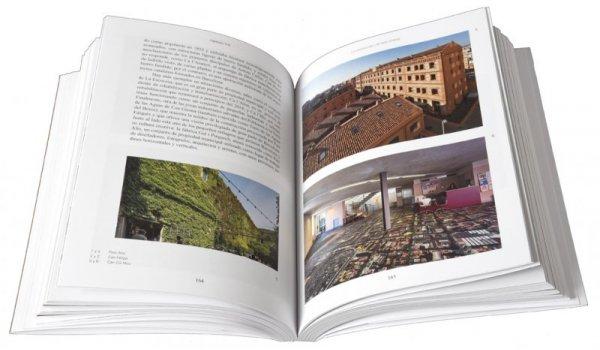 Imatge de les pàgines interiors del llibre 'Barcelona Singular'