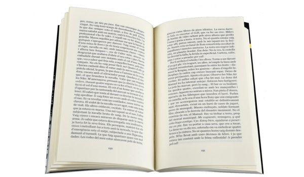 Imatge de les pàgines interiors del llibre 'Viatge a la perifèria criminal'