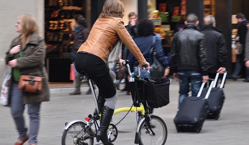 Carrils bici: Zones de vianants amb plataforma única (carrer 10 i 20)